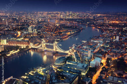 Spoed Fotobehang Londen London at night with urban architectures and Tower Bridge