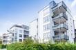 canvas print picture - Haus und Bäume - Neubau
