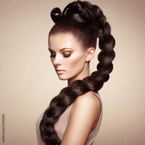 Cadres-photo bureau Salon de coiffure Portrait of beautiful sensual woman with elegant hairstyle