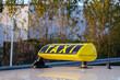 Taxischild gelb