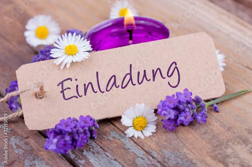 Foto op Canvas Madeliefjes Einladung - Karte mit Blüten und Teelicht