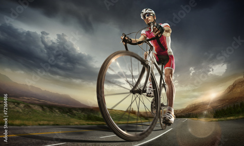 La pose en embrasure Cyclisme Sport. Road cyclist.