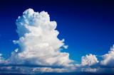 Cumulonimbus na ciemnym niebie