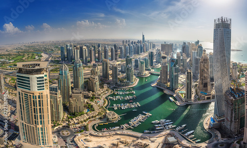 Canvas Print DUBAI, UAE - OKTOBER 10: Modern buildings in Dubai Marina, Dubai