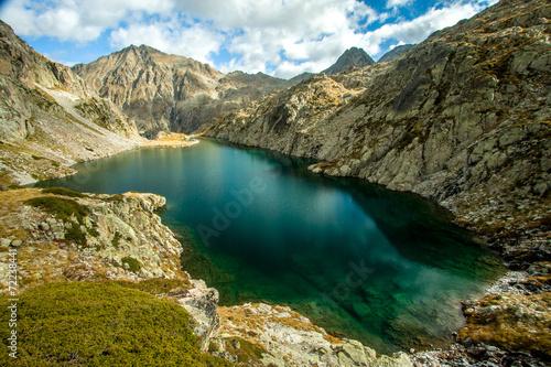 In de dag Zuid-Amerika land Lac Chabarrou, Pyrénées France