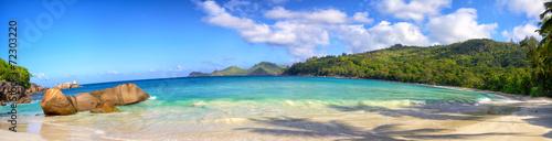 Fotografía  Seychelles coastline panorama with typical granite rocks