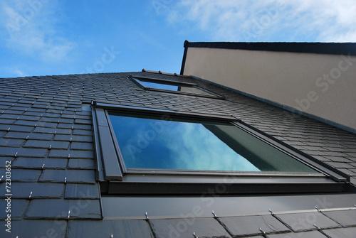 Photo lucarne sur toiture en ardoise