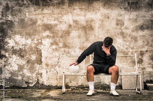 Fotografía  Soccer football goalkeeper feeling desperate after sport failure