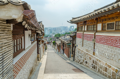 Papiers peints Seoul Bukchon hanok village in summer at seoul south korea