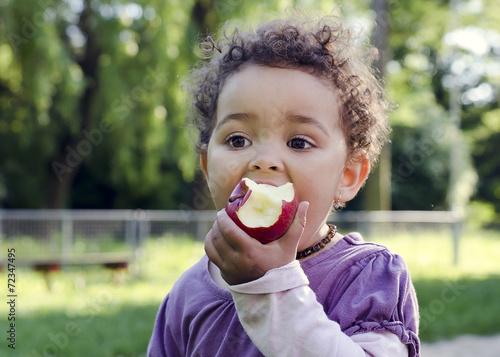 Fototapeta Child eating apple obraz