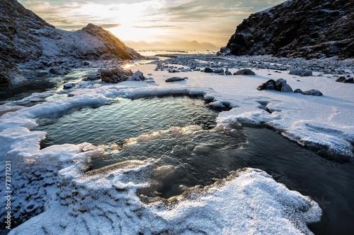 krajobraz-arktyczny-marznaca-rzeka-spitsbergen-svalbard