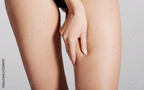 Fotomural Woman measuring fat