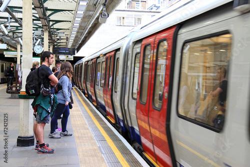 metro londres 0640-f14 Plakát