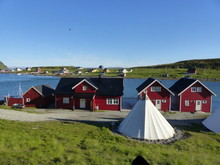 Maisons Bois Et Tente Sami à L'île De Mageroy En Norvège