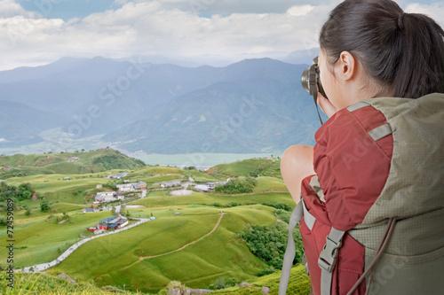 Obraz na plátně backpacker take photo