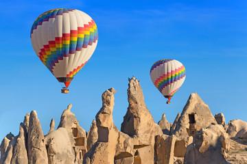 fototapeta balony nad  górami