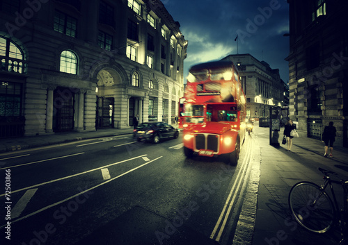 Photo  old bus on street of London