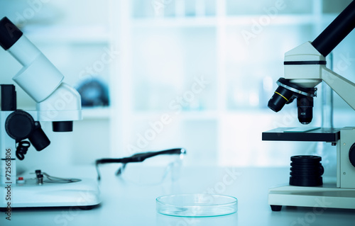 Fényképezés  modern microscopes in a lab .