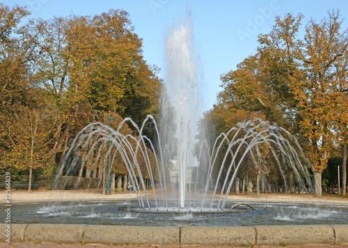 Spoed Foto op Canvas Fontaine fontaine dans un parc