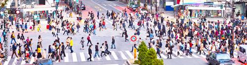Plakat Tłum przez przejście dla pieszych