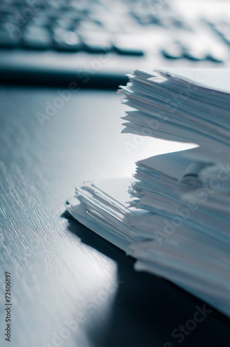 Fotografía  Stacks of paper on the office table