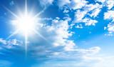 Błękitne niebo i słońce