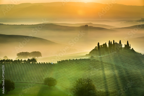 Fototapeta Sunrise over the green fields in Tuscany obraz