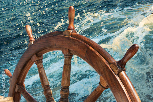Keuken foto achterwand Schip Steering wheel of old sailing vessel