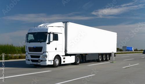 Zdjęcie XXL Ciężarówka na autostradzie // Ciężarówka na autostradzie