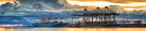Fotografía  Container Cargo freight ship with working crane loading bridge i