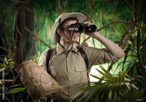 Fotografie, Obraz  Explorer v džungli s dalekohledem