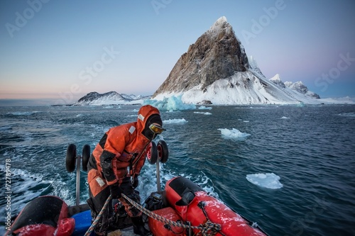Rejs po rejsie pontonowym arktycznym - Spitsbergen, Svalbard Fototapeta