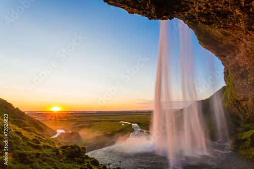 einzelne bedruckte Lamellen - Seljalandsfoss, waterfall in Iceland, sunset and sunstar (von ronnybas)
