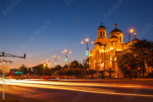 Papiers peints Con. ancienne The Assumption Cathedral, Varna, Bulgaria. Illuminated at night.