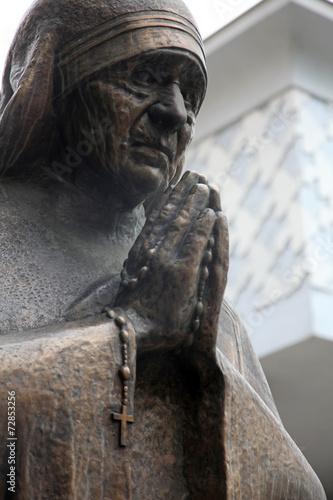 Photo Mother Teresa monument in Skopje