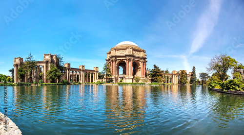 Photo  The Palace of Fine Arts panorama in San Francisco