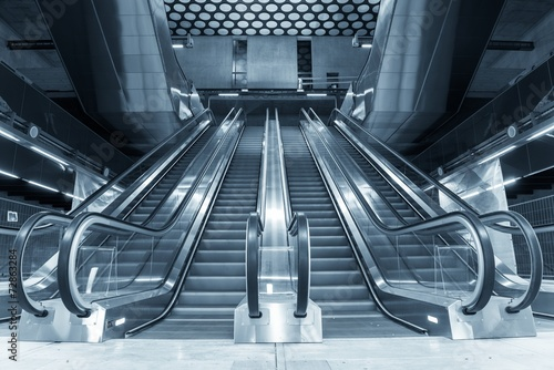 Photo Moving escalator in the business center