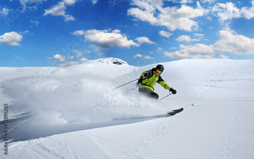 Fotomural  Skier in high mountains
