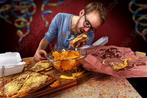 Fotografie, Obraz  Junger mann hat zu viel getrunken und friss reste auf