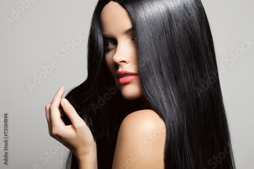 Hair. Beautiful Brunette Girl. Healthy Long Hair. Beauty Model W Fototapeta