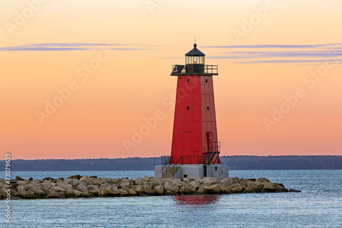 Платно  Morning at Manistique Lighthouse