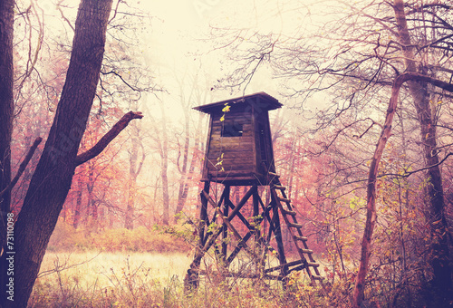 Poster Chasse Vintage filtered photo of hunting pulpit in forest.