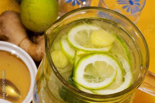 Poster de jardin Bar Drink with lemon, ginger and honey.