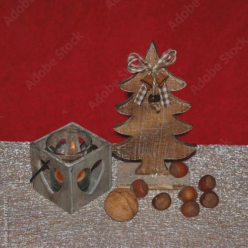 Weihnachtsdekoration Aus Holz Mit Nüssen