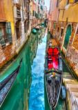 Tradycyjne gondole w Venicee we Włoszech. Przetwarzanie HDR - 73167200