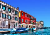 Widok typowy kanał przy Wenecja Włochy. Przetwarzanie HDR - 73177021