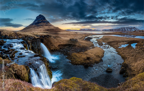 Spoed Foto op Canvas Blauw Iceland landscape - Sunrise at Mt. Kirkjufell