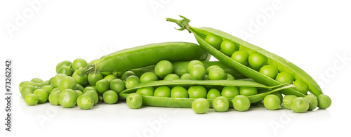 Vászonkép green peas isolated on the white background