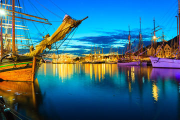 Fototapeta Morze Sailing ships in harbor during the tall ships races