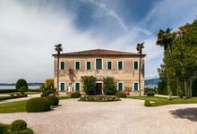 Beautiful Old Villa Of Lake Ga...